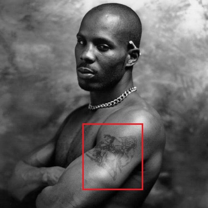Parca DMX con tatuaje de pitbull